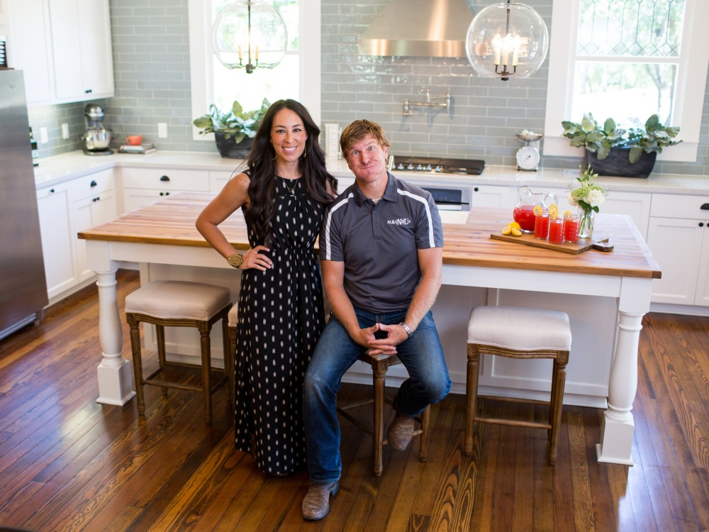 bp_hfxup302h_hosts_joanna-and-chip-gaines_194789_647338-1195974